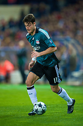 MADRID, SPAIN - Wednesday, October 22, 2008: Liverpool's Albert Riera in action against Club Atletico de Madrid during the UEFA Champions League Group D match at the Vicente Calderon. (Photo by David Rawcliffe/Propaganda)