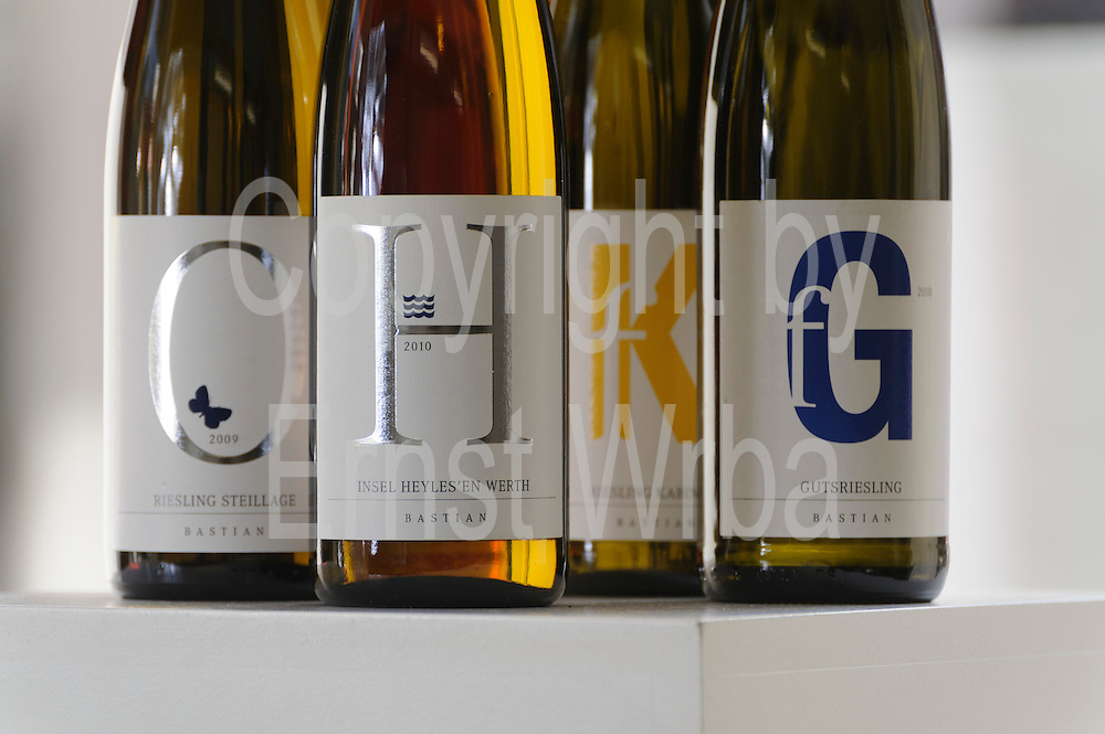 Weißwein- und Rotweinflaschen, Vinothek, Weingut Friedrich Bastian, Bacharach, Oberes Mittelrheintal, Rheinland-Pfalz, Deutschland | wine bottles, wine store, winery Friedrich Bastian, Upper Middle Rhine Valley, Rhineland-Palatinate, Germany