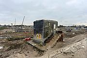 Nederland, Nijmegen, 26-10-2013Aan de overkant van de Waal bij Nijmegen wordt druk gewerkt aan het creeren van een nevengeul in de rivier om bij hoogwater een betere waterafvoer te hebben. Het is een omvangrijk project waarbij onder meer de pijlers van het spoorviaduct een bredere basis moeten krijgen omdat die straks in de loop van het water staan. Ook de n325 die vanaf de Waalbrug naar Arnhem loopt moet over 400 meter opnieuw worden aangelegd omdat het talud vervangen wordt door pijlers. De weg wordt via een bypass omgeleid. Het dorp veur-lent komt op een kunstmatig eiland te liggen. De bunker die pal naast de weg staat wordt behouden en stamt uit 1936.Measures taken by Nijmegen to give the river Waal, Rhine, more space to flow during highwater.Foto: Flip Franssen/Hollandse Hoogte