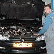 Dhr. Sonderman Peugeot garage Nefkens kandidaat automonteur van het Jaar