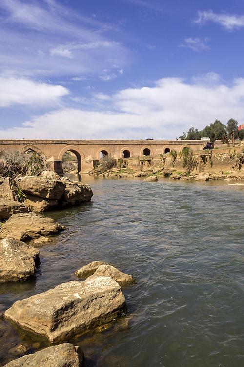 View over Oum Errabia river bridge to Kasba Tadla city in Béni-Mellal Province, Tadla-Azilal, Morocco.