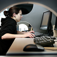 Nederland. Niewegein.15 april 2007..Philip Henneman, CEO van Infostrada Sports.Meisje aan het werk bij  Infostrada Sports. Girl at work at  Infostrada Sports.