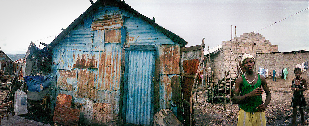 Maisons reconstruites, Cité Soleil, 2002
