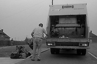 Shelvoke Dempster Maxipak dustcart early morning refuse collection, Sheffield City Council Cleansing Department. 19-09-1985.