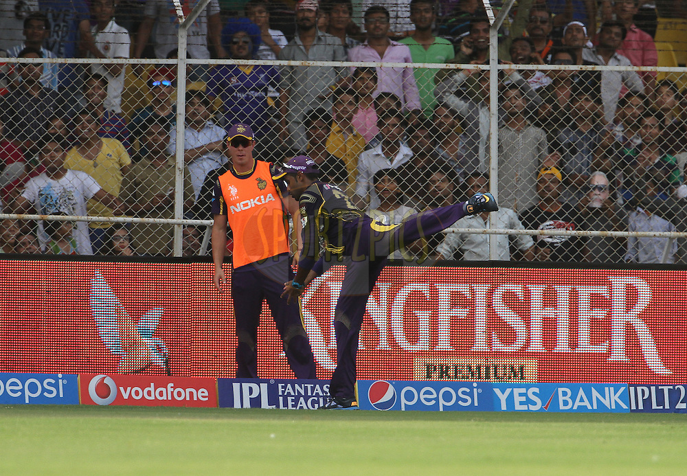 Suryakumar Yadav of the Kolkata Knight Riders takes the catch of Shane Watson captain of the Rajasthan Royals during match 25 of the Pepsi Indian Premier League Season 2014 between the Rajasthan Royals and the Kolkata Knight Riders held at the Sardar Patel Stadium, Ahmedabad, India on the 5th May  2014<br /> <br /> Photo by Vipin Pawar / IPL / SPORTZPICS      <br /> <br /> <br /> <br /> Image use subject to terms and conditions which can be found here:  http://sportzpics.photoshelter.com/gallery/Pepsi-IPL-Image-terms-and-conditions/G00004VW1IVJ.gB0/C0000TScjhBM6ikg