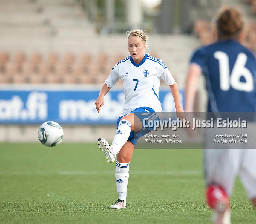 Annika Kukkonen. Suomi - Skotlanti. Naisten maajoukkue. 18.9.2011.  Helsinki. Photo: Jussi Eskola