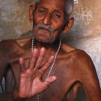 Un hombre mayor nos cuenta parte de su vida en una casa de Turgua. El Hatillo. Estado Miranda. Venezuela. An older man tells us part of his life in a house in Turgua. The Hatillo. Miranda State. Venezuela