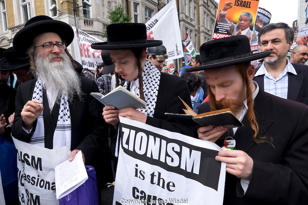 "Pro-Palestinian Members of Neturei Karta Anti Zionist Orthodox Jews anti-Zionist took part in a march and rally to commemorate Al-Quds Day. the goal was to ""call for an end to racism, anti-semitism and Zionism. The March ended by the US Embassy and was met by an Israeli counter protest. Central London"