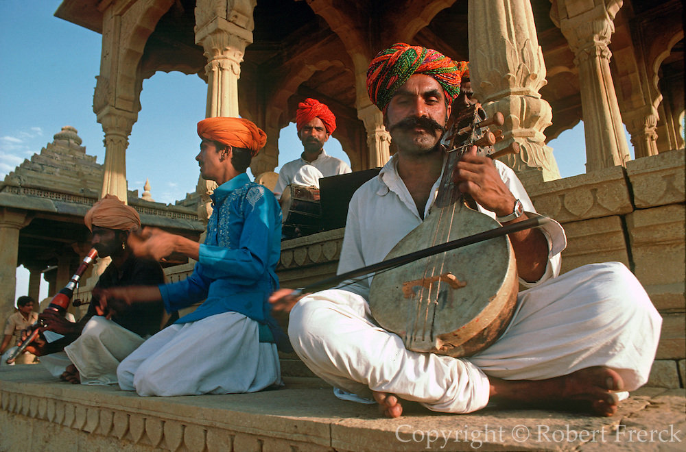INDIA, ARTS and MUSIC Traditional Musicians playing music in Jaisalmer Rajasthan