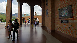 Interior da Basílica de Nossa Senhora Aparecida, também conhecido como Santuário Nacional de Nossa Senhora da Conceição Aparecida, fica localizada na cidade de Aparecida, no interior do Estado de São Paulo. É o segundo maior templo católico do mundo, menor apenas que a Basílica de São Pedro no Vaticano. Foi inaugurada em 4 de julho de 1980. FOTO: Jefferson Bernardes/ Agência Preview