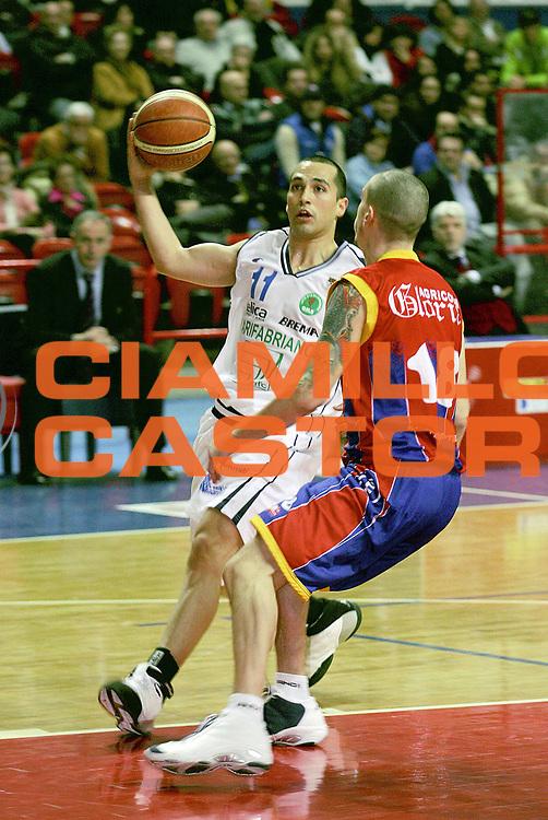 DESCRIZIONE : Montecatini Lega A2 2005-06 Agricola Gloria RB Montecatini Terme Carifabriano Fabriano Basket<br /> GIOCATORE : Quintero<br /> SQUADRA : Carifabriano Fabriano Basket<br /> EVENTO : Campionato Lega A2 2005-2006<br /> GARA : Agricola Gloria RB Montecatini Terme Carifabriano Fabriano Basket<br /> DATA : 12/03/2006<br /> CATEGORIA : Penetrazione<br /> SPORT : Pallacanestro<br /> AUTORE : Agenzia Ciamillo-Castoria/Stefano D'Errico