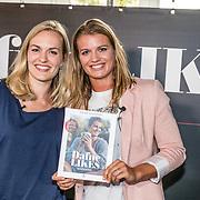 NLD/Amsterdam//20170509 - Boeklancering Dafne Schippers - Dafne Likes, Dafne Schippers en haar zus Sanne Schippers