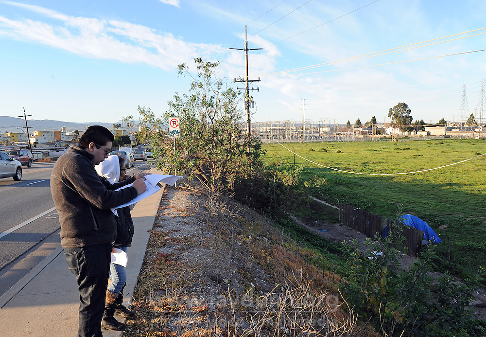 "Volunteer Javier Celedon and guide Diana Soto make notes on encampments alond Sherwood Drive during Wednesday's ""2015 Homeless Point-in-Time Census and Survey."""