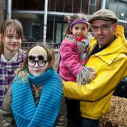 NLD/Amsterdam/20100314 - Premiere Nanny McPhee 2, Thoams van Luyn met 2 van zijn kinderen