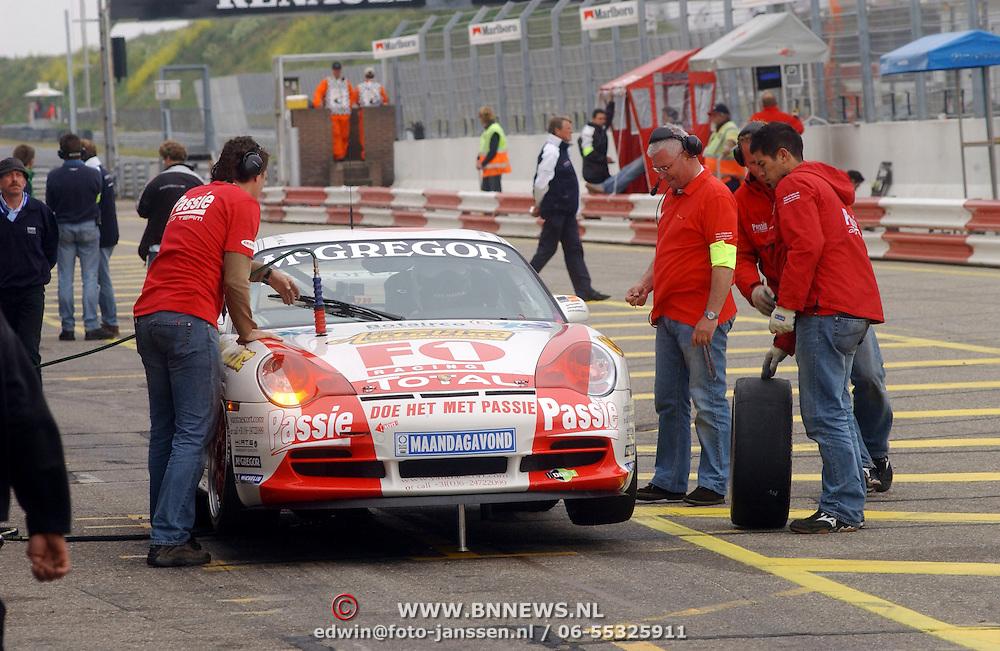 NLD/Zandvoort/20050610 - Training McGregor Porsche GT3 Cup Challenge, bandenwissel.verwisselen banden