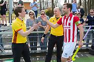 Tilburg - Tilburg - HDM Heren, Hoofdklasse Hockey Heren, Seizoen 2017-2018, 08-04-2018, Tilburg - HDM 5-1,  Jonas van 't Hek en Kieran Dartee (HDM)<br /> <br /> (c) Willem Vernes Fotografie
