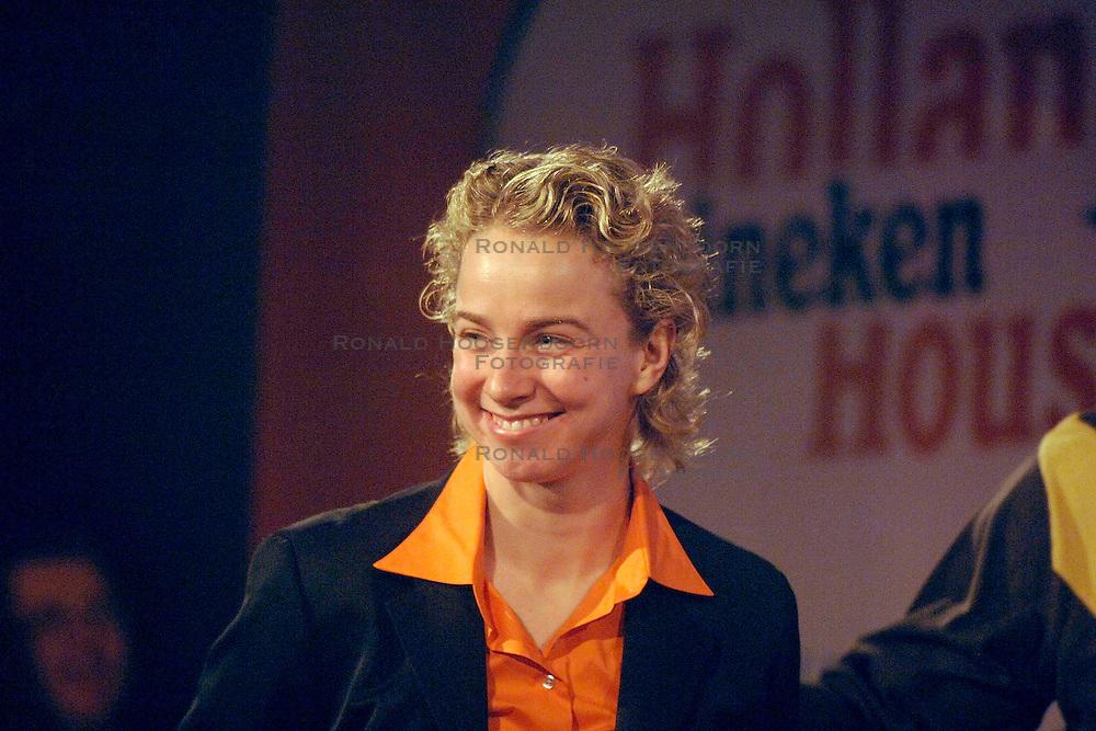 12-02-2006 ALGEMEEN: HULDIGING HHH: TORINO<br /> Huldiging in het Holland Heineken Huis - Renate Groenewold <br /> &copy;2006-WWW.FOTOHOOGENDOORN.NL