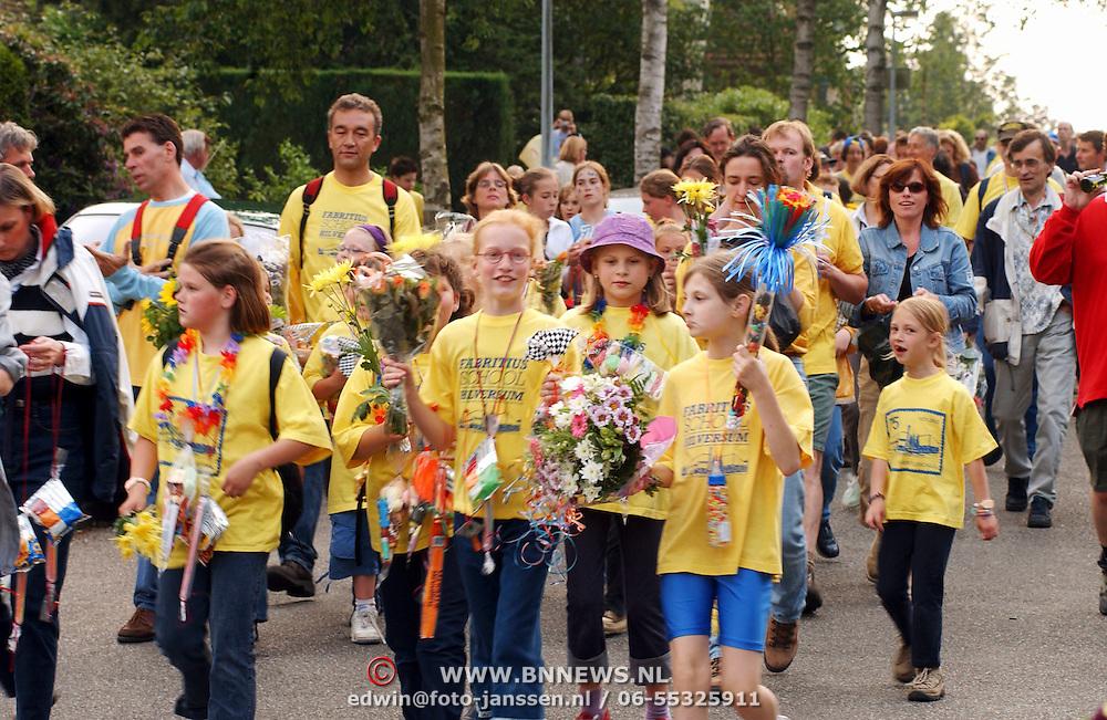 Avondvierdaagse 2002 Hilversum, optocht, kinderen Fabritiusschool