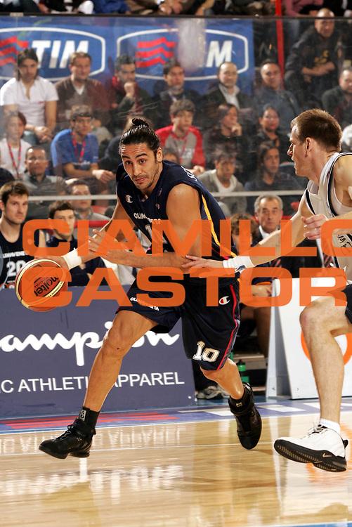 DESCRIZIONE : Forli Lega A1 2005-06 Coppa Italia Final Eight Tim Cup Carpisa Napoli Lottomatica Virtus Roma <br /> GIOCATORE : Sconochini <br /> SQUADRA : Lottomatica Virtus Roma <br /> EVENTO : Campionato Lega A1 2005-2006 Coppa Italia Final Eight Tim Cup Finale <br /> GARA : Carpisa Napoli Lottomatica Virtus Roma <br /> DATA : 19/02/2006 <br /> CATEGORIA : Penetrazione <br /> SPORT : Pallacanestro <br /> AUTORE : Agenzia Ciamillo-Castoria/P.Lazzeroni