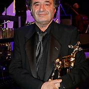 NLD/Utrecht/20101001 - NFF 2010 - Gouden Kalveren 2010 uitreiking, Rudilf van den Berg met zijn gewonnen Gouden Kalf