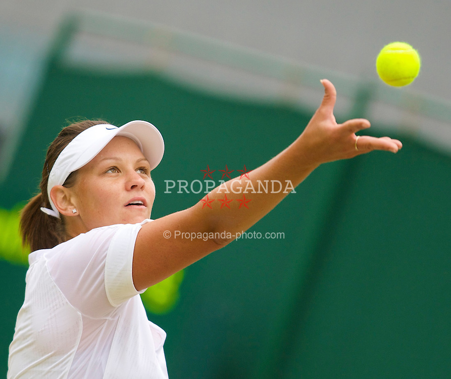 LONDON, ENGLAND - Friday, June 27, 2008: Casey Dellacqua (AUS) during her third round match on day five of the Wimbledon Lawn Tennis Championships at the All England Lawn Tennis and Croquet Club. (Photo by David Rawcliffe/Propaganda)