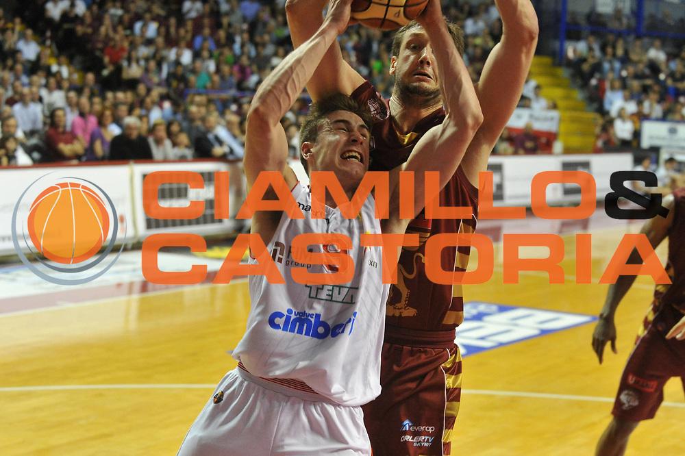 DESCRIZIONE : Venezia Lega A 2012-13 Quarti di finale Play Off scudetto Gara 4 Umana Venezia Cimberio Varese<br /> GIOCATORE : andrea de nicolao<br /> CATEGORIA : tiro<br /> SQUADRA : Umana Venezia Cimberio Varese<br /> EVENTO : Campionato Lega A 2012-2013 <br /> GARA : Umana Venezia Cimberio Varese<br /> DATA : 16/05/2013<br /> SPORT : Pallacanestro <br /> AUTORE : Agenzia Ciamillo-Castoria/M.Gregolin<br /> Galleria : Lega Basket A 2012-2013  <br /> Fotonotizia : Venezia Lega A 2012-13 Quarti di finale Play Off scudetto Gara 3 Umana Venezia Cimberio Varese<br /> Predefinita :