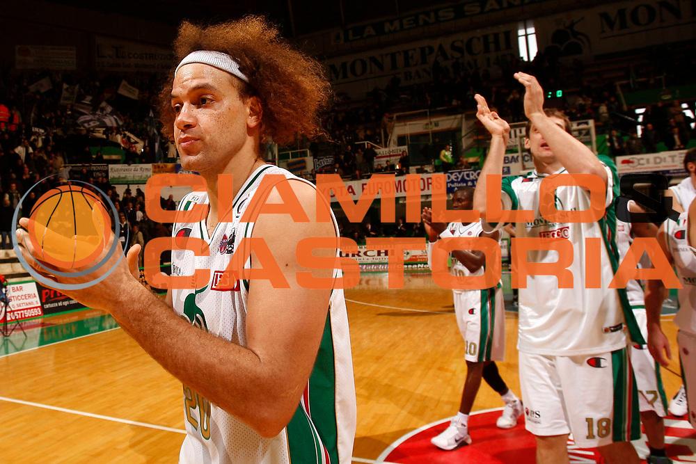 DESCRIZIONE : Siena Lega A 2009-10 Montepaschi Siena Pepsi Caserta<br /> GIOCATORE : Shaun Stonerook<br /> SQUADRA : Montepaschi Siena <br /> EVENTO : Campionato Lega A 2009-2010<br /> GARA : Montepaschi Siena Pepsi Caserta<br /> DATA : 10/01/2010<br /> CATEGORIA : esultanza<br /> SPORT : Pallacanestro<br /> AUTORE : Agenzia Ciamillo-Castoria/P.Lazzeroni<br /> Galleria : Lega Basket A 2009-2010<br /> Fotonotizia : Siena Campionato Italiano Lega A 2009-2010 Montepaschi Siena Pepsi Caserta<br /> Predefinita :