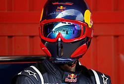 Motorsports / Formula 1: World Championship 2011, Testing in Barcelona, test, Pit stop crew, mechaniker, mechanic, Red Bull Racing