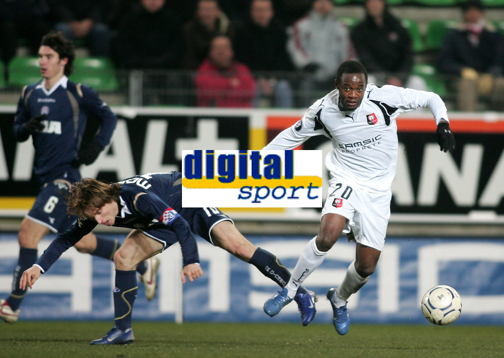 Fotball<br /> Rennes v Dinamo Zagreb<br /> Foto: Dppi/Digitalsport<br /> NORWAY ONLY<br /> <br /> FOOTBALL - UEFA CUP 2007/2008 - GROUP STAGE - GROUP D - STADE RENNAIS v DINAMO ZAGREB - 20/12/2007 - JIRES KEMBO-EKOKO (REN) / LUKA MODRIC (ZAG)