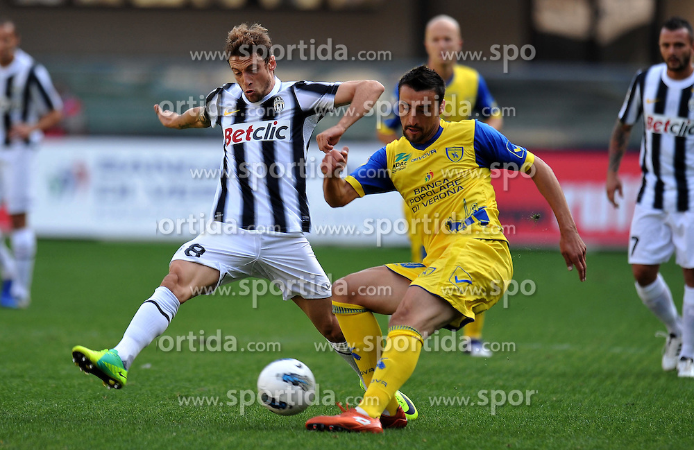 16.10.2011, Marcantonio Bentegodi Stadion, Verona, ITA, Serie A, AC Chievo Verona vs Juventus Turin, im Bild Claudio MARCHISIO (Juventus), Santiago MORERO (Chievo Verona) // during Serie A football match between AC Chievo Verona and Juventus Turin at Marcantonio Bentegodi Stadium, Verona, Italy on 16/10/2011. EXPA Pictures © 2011, PhotoCredit: EXPA/ InsideFoto/ Alessandro Sabattini +++++ ATTENTION - FOR AUSTRIA/(AUT), SLOVENIA/(SLO), SERBIA/(SRB), CROATIA/(CRO), SWISS/(SUI) and SWEDEN/(SWE) CLIENT ONLY +++++