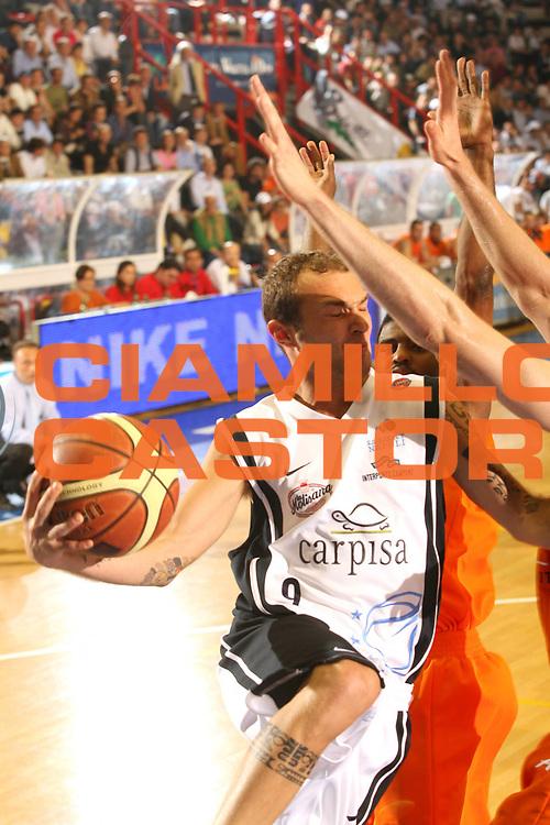 DESCRIZIONE : Napoli Lega A1 2005-06 Play Off Quarti Finale Gara 1 Carpisa Napoli Snaidero Udine <br /> GIOCATORE : Spinelli <br /> SQUADRA : Carpisa Napoli <br /> EVENTO : Campionato Lega A1 2005-2006 Play Off Quarti Finale Gara 1 <br /> GARA : Carpisa Napoli Snaidero Udine <br /> DATA : 18/05/2006 <br /> CATEGORIA : Passaggio <br /> SPORT : Pallacanestro <br /> AUTORE : Agenzia Ciamillo-Castoria/G.Ciamillo