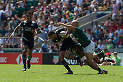 Twickenham, United Kingdom. 3rd June 2018, HSBC London Sevens Series. Game 31 Cup Quarter Final. South Africa vs New Zealand.<br /> <br />  RSA , Dalesi RAYASI reaches out to get a grip of NZL's Ruhan NEI, during the Rugby 7's,  match played at the  RFU Stadium, Twickenham, England, <br /> <br /> <br /> <br /> © Peter SPURRIER/Alamy Live News