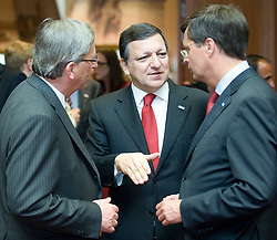 Jose Manuel, Barroso, president of the European Commission, center, speaks with Jean-Claude Juncker, Luxembourg's prime minister, left, and Jan Peter Balkenende, the Netherlands's prime minister, right, during the European Summit, Thursday, June 18, in Brussels, Belgium. (Photo © Jock Fistick)