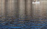 Fiske på Borgundfjorden.<br /> Foto: Svein Ove Ekornesvåg