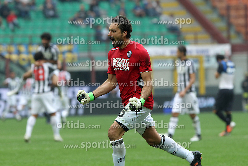 23.09.2012, Giuseppe-Meazza-Stadion, Mailand, ITA, Serie A, Inter Mailand vs AC Siena, 4. Runde, im Bild Esultanza Gianluca Pegolo Siena, Goal celebration // during the Italian Serie A 4th round match between Inter Milan and AC Siena at the Giuseppe Meazza Stadium, Milan, Italy on 2012/09/23. EXPA Pictures © 2012, PhotoCredit: EXPA/ Insidefoto/ Paolo Nucci..***** ATTENTION - for AUT, SLO, CRO, SRB, SUI and SWE only *****