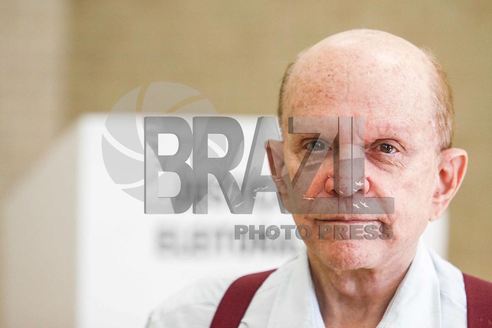 ATENCAO EDITOR IMAGEM EMBARGADA PARA VEICULOS INTERNACIONAIS - <br />SAO PAULO, SP, 07 OUTUBRO 2012 - ELEICOS 2012 - OLACYR DE MORAES -  Olacyr de Moraes considerado rei das soja nos anos 80 vota no Colegio Santo Americo no bairro do Morumbi regiao sul da capital paulista, neste domingo, 07. (FOTO: WILLIAM VOLCOV / BRAZIL PHOTO PRESS).