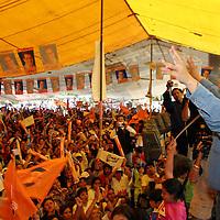 Valle de Chalco, Mex.- Ruben Mendoza Ayala, candidato<br /> del PAN a la gubernatura del estado de Mexico durante<br /> el cierre de campana regional en municipio de Valle de<br /> Chalco ante al menos 7 mil simpatizantes.  Agencia MVT / Mario Vazquez de la Torre. (DIGITAL)<br /> <br /> NO ARCHIVAR - NO ARCHIVE