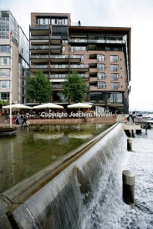 Oslo Norge 2006 07<br /> Uteservering vid Akerbrygga<br /> litet vattenfall<br /> <br /> <br /> ----<br /> FOTO : JOACHIM NYWALL KOD 0708840825_1<br /> COPYRIGHT JOACHIM NYWALL<br /> <br /> ***BETALBILD***<br /> Redovisas till <br /> NYWALL MEDIA AB<br /> Strandgatan 30<br /> 461 31 Trollh&auml;ttan<br /> Prislista enl BLF , om inget annat avtalas.