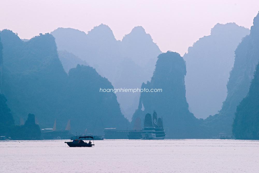 Vietnam images-landscape-Ha Long bay-Natural heritage