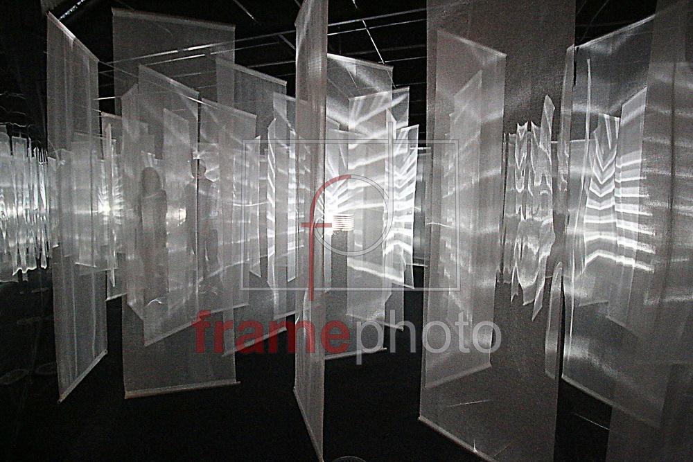 Curitiba(PR)22/11/2015 Bienal internacional de Curitiba, no museu Oscar Niemeyer de 4 de outubro ate 4 de Fevereiro de 2016. São mais de 100 lugares na cidade, entre museus, centros culturais e espaços de arte. No MON são cinco espaços ocupados 2015. Foto Gisele Pimenta/ Frame Photo