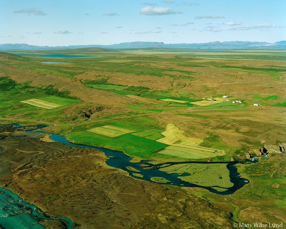 Bjarnastaðir og Rauðafell séð til norðausturs, Svartá fremst. Þingeyjarsveit áður Bárðdælahreppur. / Bjarnastadir and Raudafell viewing northeast, Svarta river in foreground. Thingeyjarsveit former Barddaelahreppur.