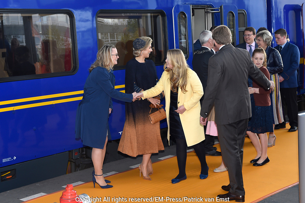 Koningsdag 2017 in Tilburg / Kingsday 2017 in Tilburg<br /> <br /> Op de foto / On the photo:  Koning Willem-Alexander, koningin Maxima en prinsessen Alexia, Ariane en Amalia /// King Willem-Alexander, Queen Maxima and Princesses Alexia, Ariane and Amalia