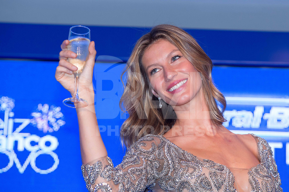 SAO PAULO. SP, 1012.2013. GISELE BUNDCHEN. A top model Gisele Bundchen durante evento de lançamento dos novos produtos da Oral B. O evento aconteceu na tarde desta terça feira (10) no World Trade Center (WTC) na zona sul da capital paulista. (Foto: Adriana Spaca/Brazil Photo Press)