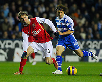 Photo: Leigh Quinnell/Sportsbeat Images.<br /> Reading v Arsenal. The FA Barclays Premiership. 12/11/2007. Arsenals Alex Hleb keeps an eye on Readings Stephen Hunt.
