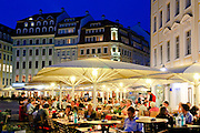 Neumarkt, Straßenlokal, Dämmerung, Dresden, Sachsen, Deutschland.|.Neumarkt, restaurant at night, Dresden, Germany