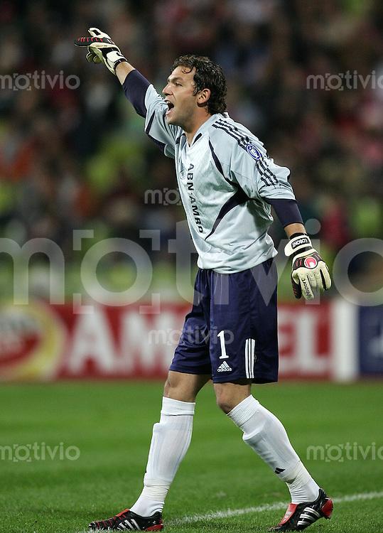 Fussball International Champions League Gruppe C FC Bayern Muenchen 4-0 Ajax Amsterdam Ajax Torwart Bogdan Lobont