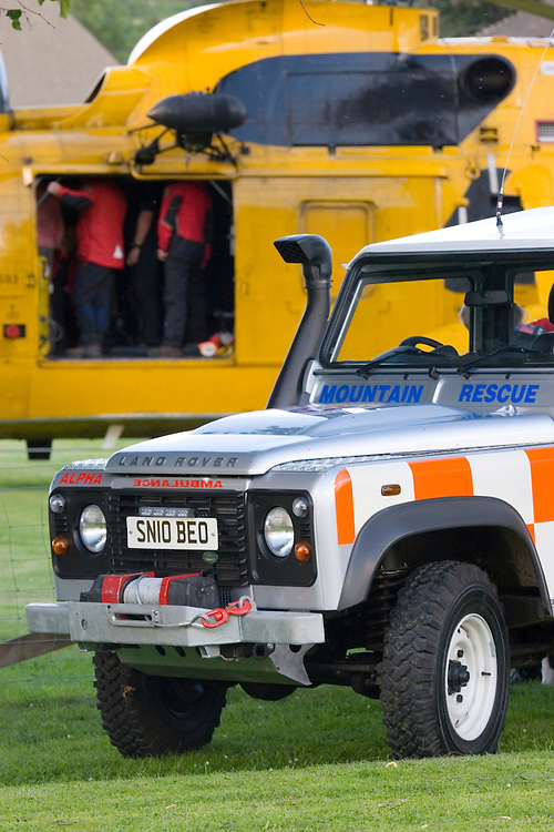 Tweed Valley Moutain rescue on exercise with RAF Serch and Resuce in Selkirk with a new off road Landrover ambulance