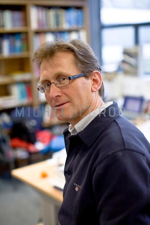 Ben Feringa, professor hoogleraar aan de Rijksuniversiteit Groningen (RUG) in Groningen, The Netherlands op 25 February, 2009. (Photo by Michel de Groot)