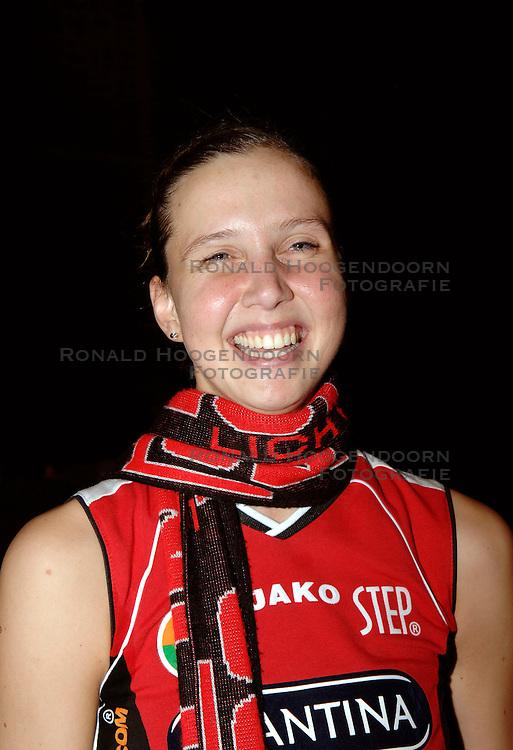 20-01-2006 VOLLEYBAL: TOPTEAMSCUP PLANTINA LONGA - VOLERO ZURICH: LICHTENVOORDE<br /> De bizarre barrage tegen Vol&eacute;ro Zurich, die nodig was omdat de ploegen na twee ontmoetingen prefect in balans waren, werd vrijdagavond met 3-2 gewonnen / Anneloes Oude Voshaar<br /> &copy;2006-WWW.FOTOHOOGENDOORN.NL