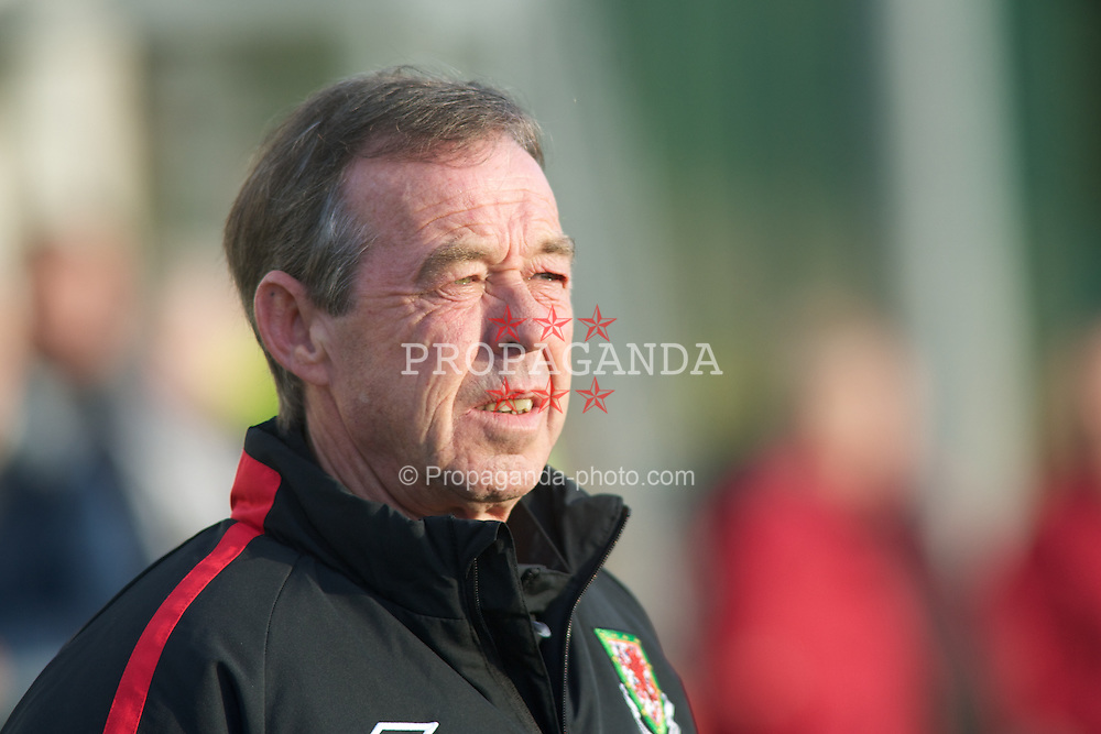 CARMARTHEN, WALES - Wednesday, October 20, 2010: Wales' Wales manager Brian Flynn during the UEFA Under-19 Championship Qualifying Group 1 match against Turkey at Richmond Park. (Photo by Gareth Davies/Propaganda)